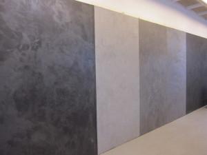 Decosin liikkeessä vantaan Varistossa on erilaisista materiaaleista nähtävissä isojakin pintoja.