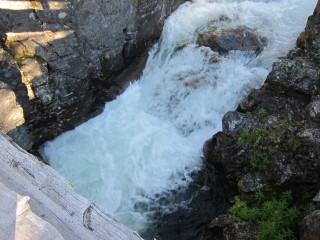 Sisustuksenkin tärkeät elementit: puu, vesi ja kivi
