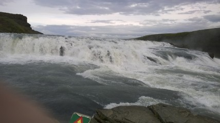 Gullfoss on yksi Islannin valtaisista vesiputouksista. Mahtavien kuohujen äärellä tuntee luonnon jättimäisen voiman.