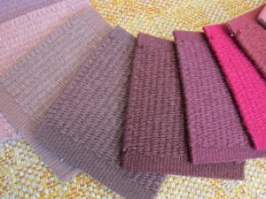 Villaisissa ns. kelim-matoissa on yleensä kauniita värisävyjä. Karkea villa on ihanteellinen mattomateriaali ja villa värjäytyy vain kauniisiin sävyihin.